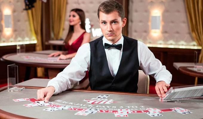 дилер в покер