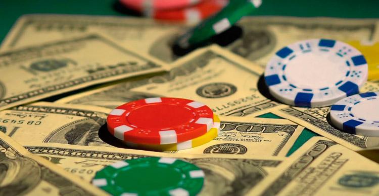 деньги и фишки